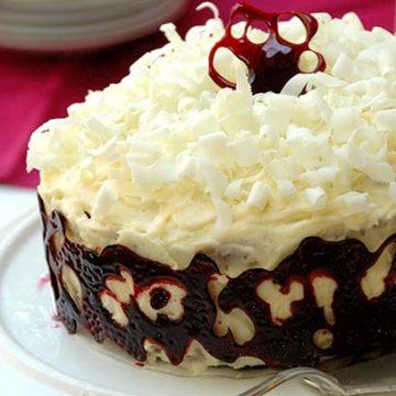 Red Velvet Cake with Caramel Collar