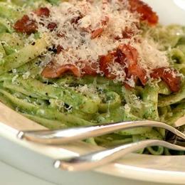 Tagliatelle with Creamy Spinach Sauce