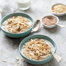 Creamy Oats with Cinnamon Sugar and Almonds