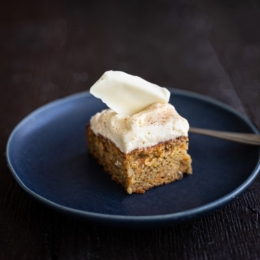 spicy_carrot_cake_with_white_chocolate_shards_main