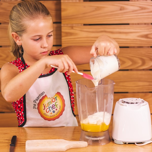 Orange_Banana_Smoothie_adding_yoghurt