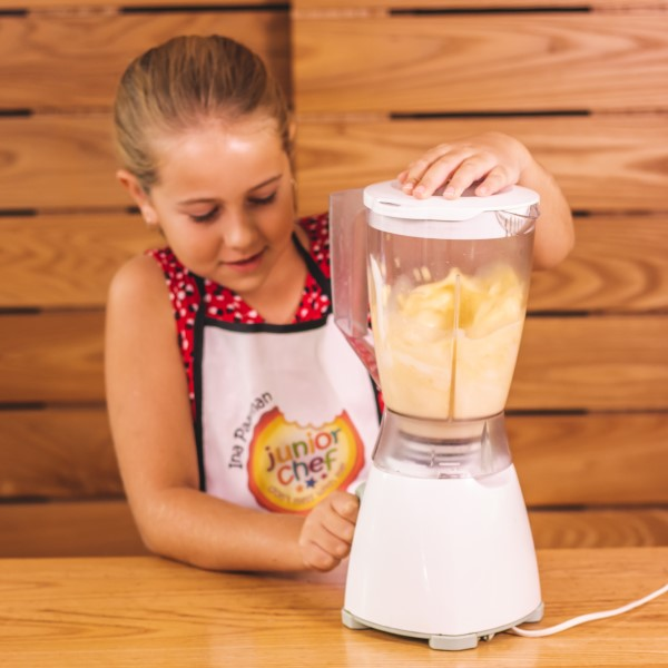 Orange_Banana_Smoothie_whizzing_smoothie
